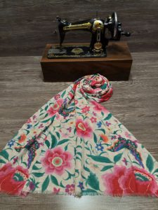 پخش عمده شال و روسری در قم
